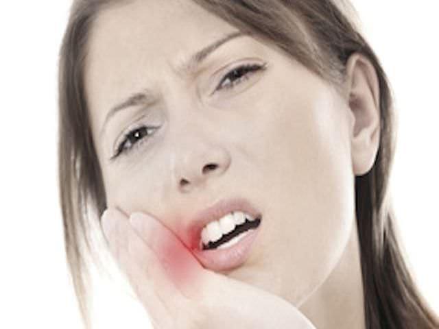 Как быстро снять боль в зубе в домашних условиях - Как снять опухоль после удаления зуба : лечечение