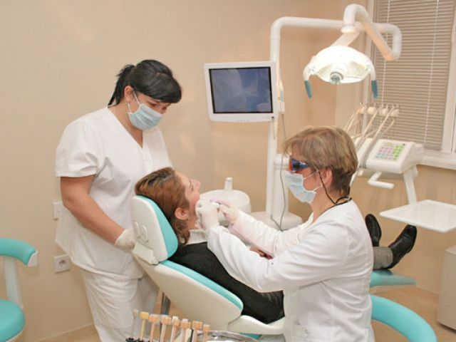 Стоматологическое обследование позволит выявить причины флюса и назначить лечение