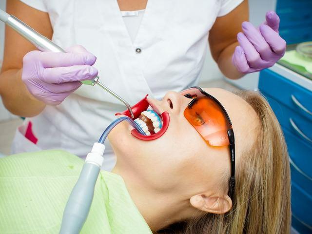 Отбеливание зубов специальными препаратами