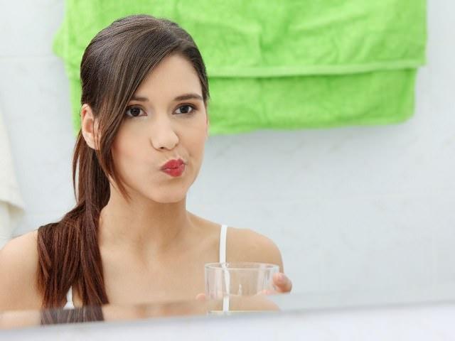 Полоскание полости рта применяется при воспалении десен