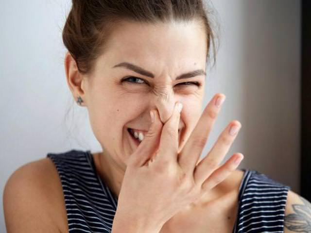 Как быстро убрать запах водки?