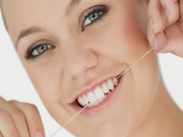 Применение зубной нити
