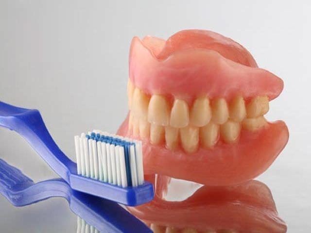 как можно очистить зубные протезы